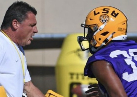 """COACH O PREVIEWS SPRING GAME ON """"OFF THE BENCH"""""""
