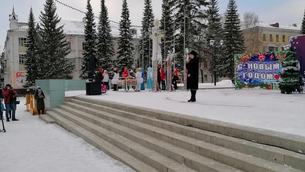На площади Металлургов прошли новогодние представления