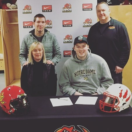 2017 Daniel Townsend signing with Univer