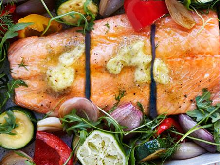 Ovnstekt laks med grønnsaker og estragonsmør