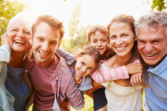 Gerações de família alegre