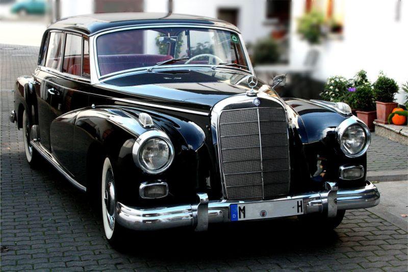800px-Mercedes-Benz_300d_am_2006-10-27_r