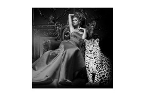 Glass bilde LADY IN CHAIR WITH TIGER 120x120