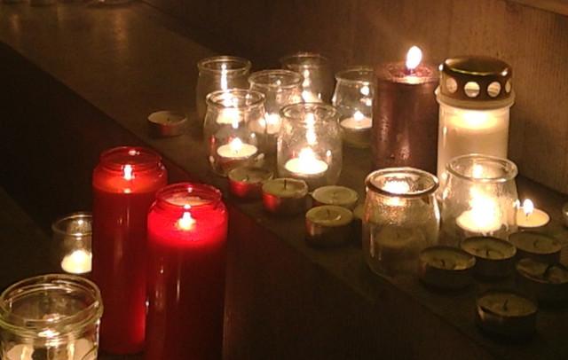 Klein landelijk dorp rouwt mee om onschuldige slachtoffers van terreur in hoofdstad Brussel.