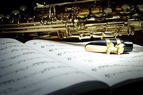 Sassofono su strato di musica