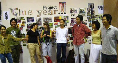 เปิดนิทรรศการ โครงการหนึ่งปี 7 พฤษภาคม 2004