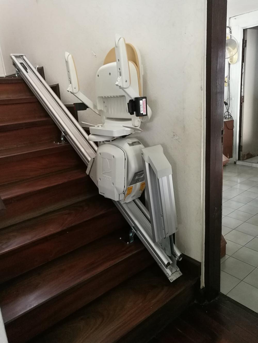 รางลิฟต์บันไดแบบพับได้