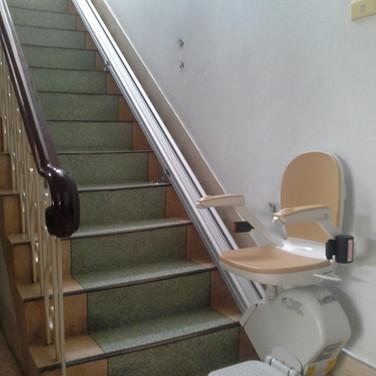 ผลงานการติดตั้ง ลิฟท์บันได 13