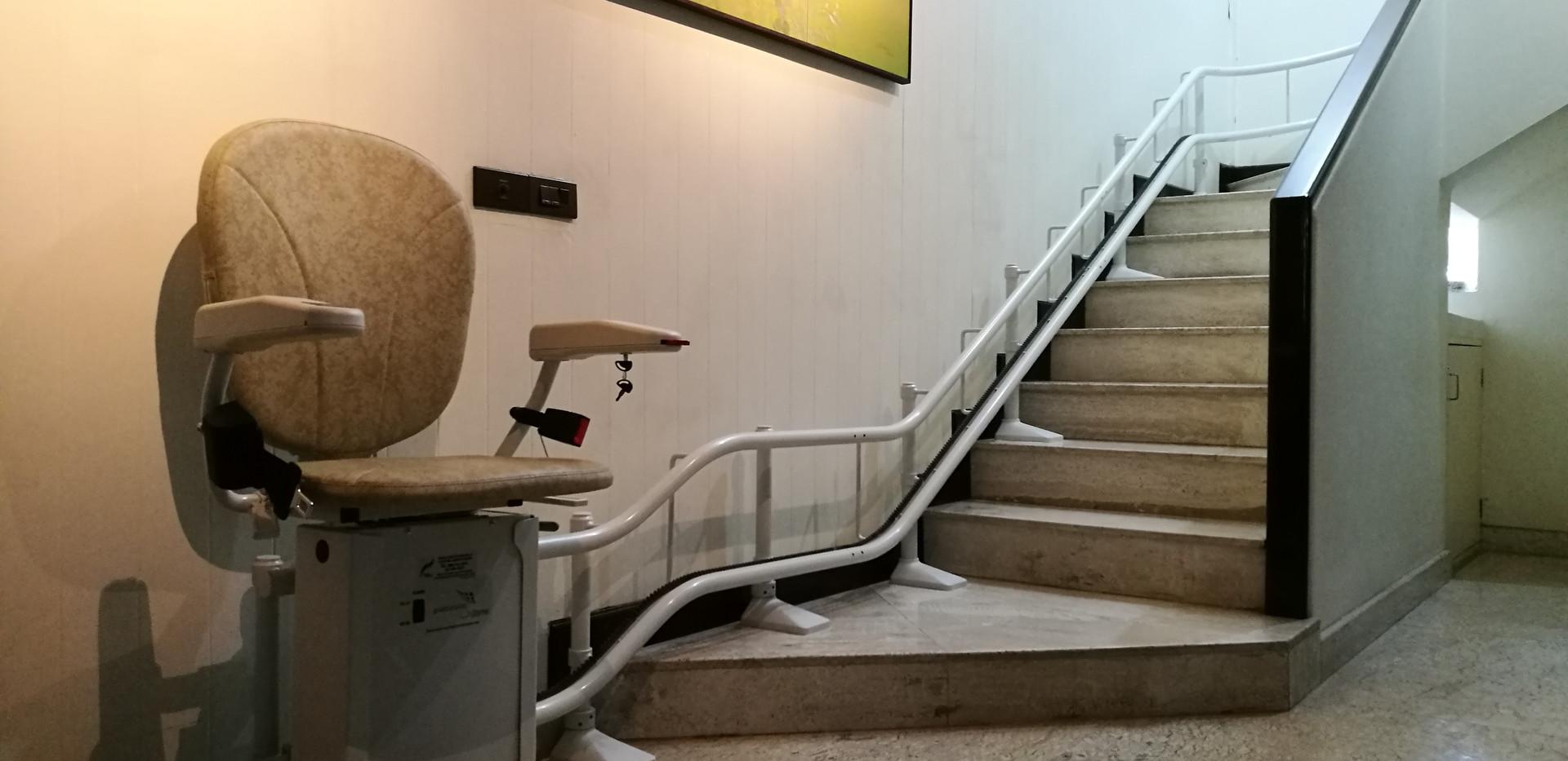 ลิฟต์บันได Platinum Curve