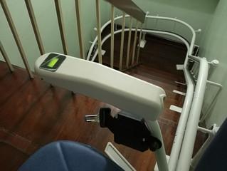 ตัวอย่างการติดตั้ง ลิฟท์บันได เก้าอี้เลื่อนขึ้นบันได Platinum curve