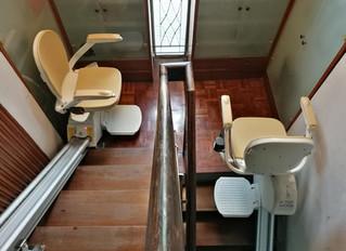 การติดตั้งลิฟท์บันไดรุ่นรางตรง The acorn 130 2 ชุด สำหรับบันได รูปตัว U