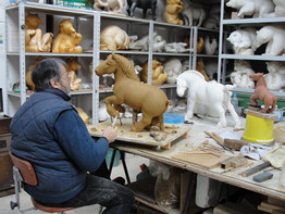 modelage en argile d'un cheval