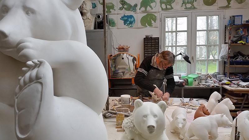 Michel Bassompierre dans son atelier