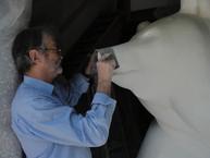 "Michel Bassompierre realizing the monumental sculpture ""La Guêpe n ° 2"""