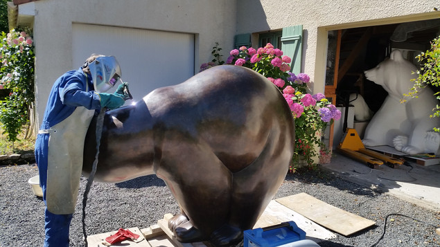sculpture en bronze d'un ours