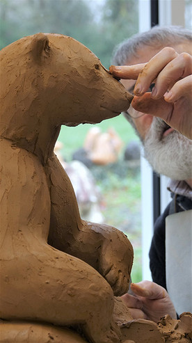 Michel Bassompierre performing a clay modeling