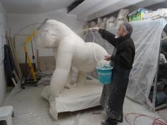 sculpture monumentale d'un gorille