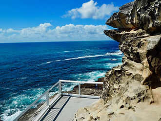 meditate at bondi to bronte trail walk rock pool cliff lookout