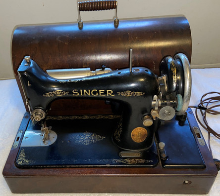 Vintage Singer Sewing Machine In Case
