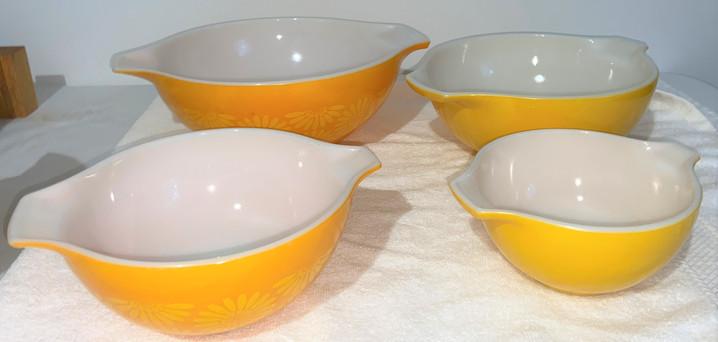 Vintage Pyrex Cinderella Nesting Bowls
