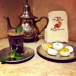 Thé vert à la menthe et patisseries Orientales
