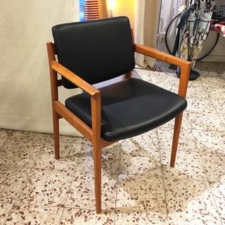 Svart stol
