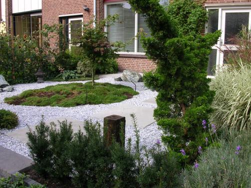 Tuin Marion en Henk na 1 jaar 2005 002.j