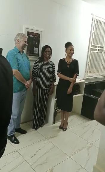 Soirée de vernissage au CIPCA avec l'ambassadeur du Canada au Cameroun, l'artiste Ruth Belinga et la commissaire et directrice du CIPCA Fabiola Ecot Ayissi