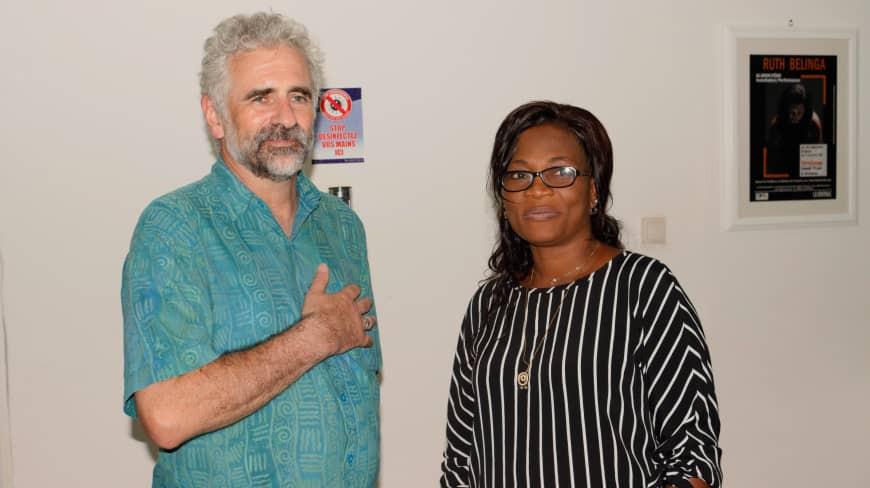 L'ambassadeur du Canada au Cameroun et l'artiste Ruth Belinga