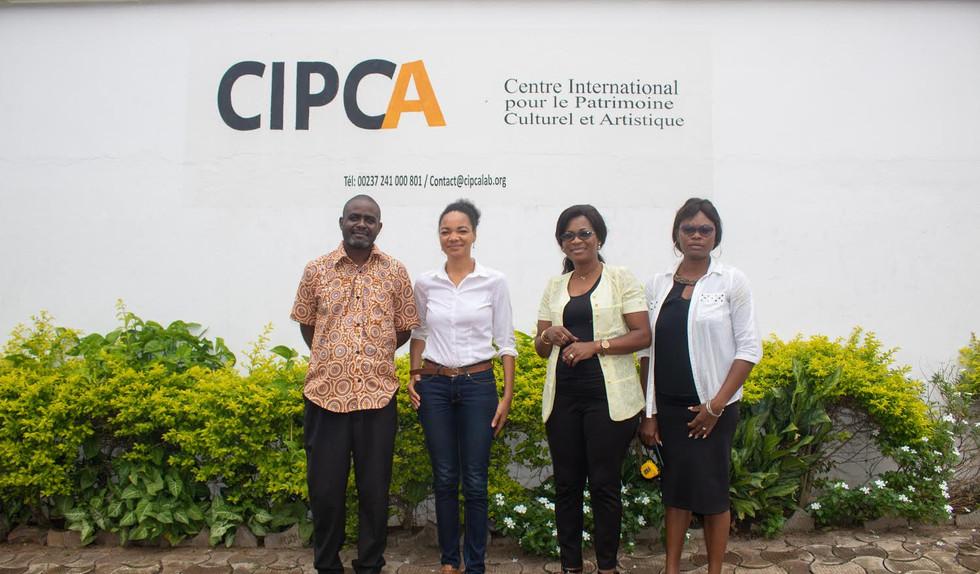 L'équipe du CIPCA et l'artiste Ruth Belinga