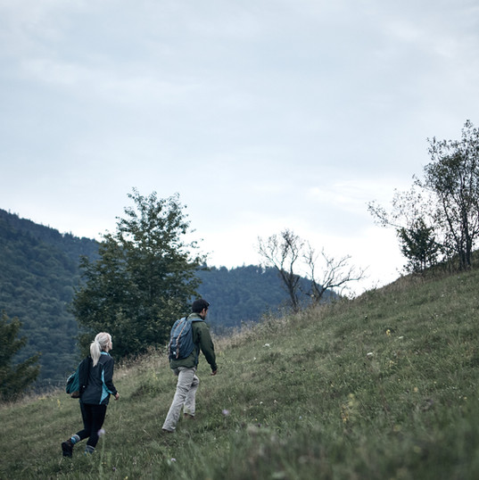 Paar Wandern im Freien