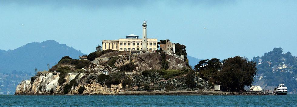 1200px-Alcatraz_Island_photo_D_Ramey_Log