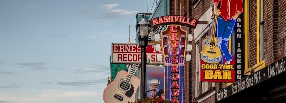 USA-Tennessee-Nashville-lower-broadway-7