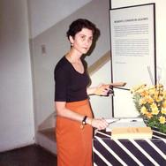 Sylvia Bonutti na exposição 'Belmont e seu tempo', do cartunista e chargista paulistano Benedito Carneiro Bastos Barreto, na Casa da Cultura Maestro Nicola de Muzzio, em 1996.