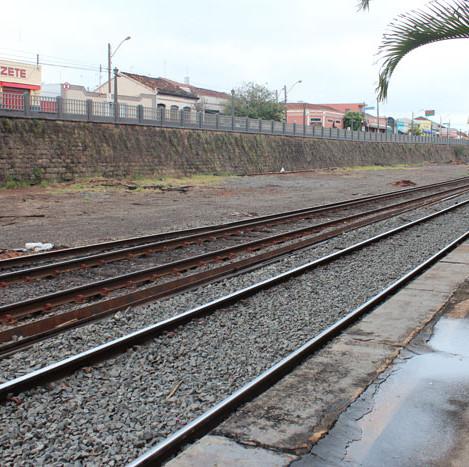Trilhos da Estrada de Ferro.