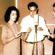Anos 50 - No estúdio da Rádio Difusora de Catanduva, ZYD5, fundada em 1944, seus funcionários Iraci Alves, Pedro Gomes e Carlos Ferreira, conhecido por Parcial Garret que comandava programas de auditório.