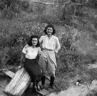 As amigas Neide Regenarati Mei e Leonor Sampaio Bicalho.