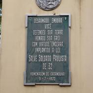 Placa na estátua do Soldado Constitucionalista na Praça 9 de Julho - Centro.