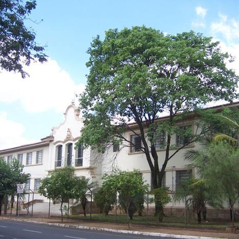 Escola Estadual Barão do Rio Branco - Praça Roosevelt, 143 - Centro.