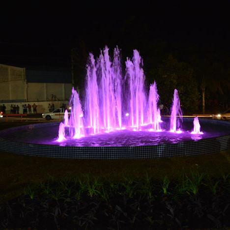 """Fonte Luminosa, """"Dr. Eduardo José Costa"""" - localizada no final da Rua Sete de Setembro. Inauguração em 11/07/2014."""