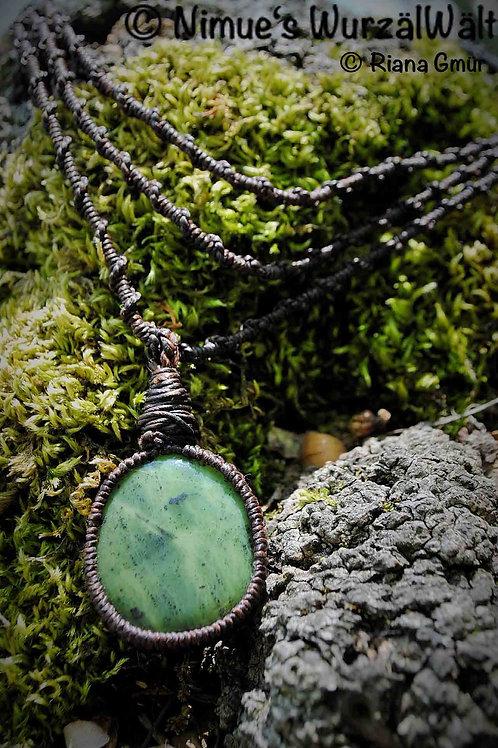 Baum des Lebens - Kanada Jade (Nephrit) + Makramee