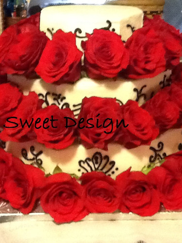 Wedding Cake: Octagon shape fresh rosses