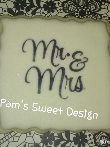 Wedding Cookie: Stensiled Mr & Mrs