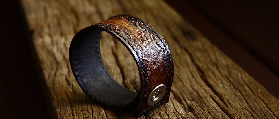 Bracelete em couro NOVE13