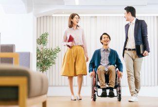 ハローワークを通じた障害者の就職件数が10年連続で増加(厚生労働省)