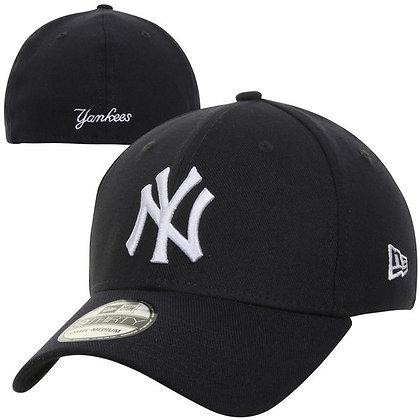 New York Yankees New Era White Logo on Black 39THIRTY Flex Hat