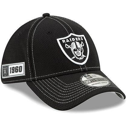 Men's Oakland Raiders New Era Black 2019 Sideline Road 39THIRTY Flex Hat