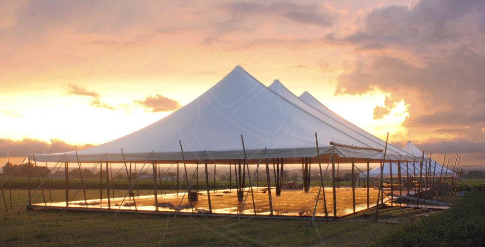 chapiteau tente bambou Puech avec plancher pour mariage et réception