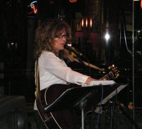 Diana_guitar_keys.png