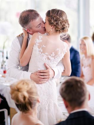 pruutpaari-suudlus